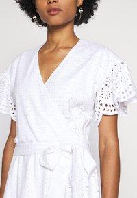 MICHAEL Michael Kors - EYELET WRAP DRESS - Sukienka letnia - white - 6