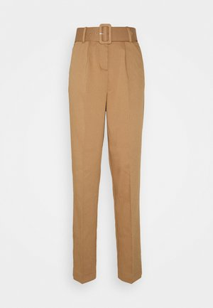 VMJULIE CARROT PLEAT ANK PANT - Trousers - tobacco brown