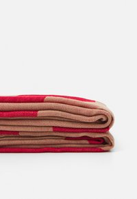CLOSED - SCARF - Sjal - amaranth red - 2