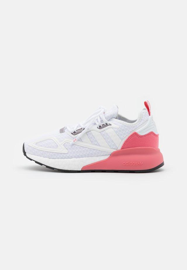 ZX 2K BOOST  - Sneakersy niskie - footwear white/crystal white/hazy rose