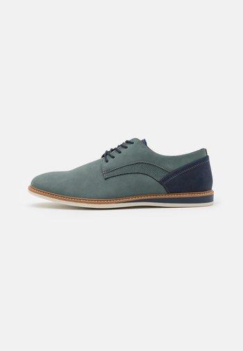 VEGAN HOWARD - Zapatos con cordones - blue