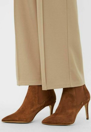 BIADANGER CHELSEA - High heeled ankle boots - cognac1