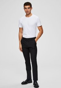 Selected Homme - Basic T-shirt - bright white - 1