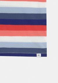 GAP - BOYS - T-shirts print - blue/red/pink - 2
