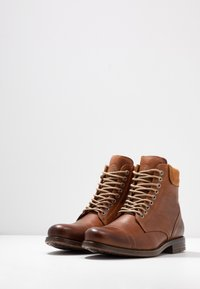 Sneaky Steve - DOVERLAKE - Lace-up ankle boots - cognac - 2