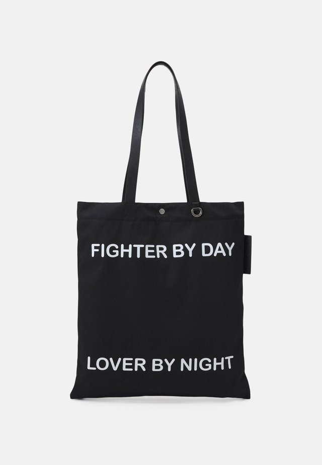 FIGHTER BY DAY LOVER BY NIGHT TOTE BAG UNISEX - Cabas - black/white