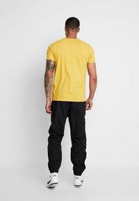 Nike Sportswear - PANT - Pantalones deportivos - black/white - 2
