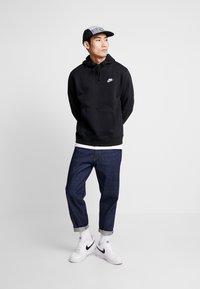 Nike Sportswear - CLUB HOODIE - Felpa con cappuccio - black/white - 1