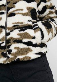 Urban Classics - LADIES CAMO SHERPA JACKET - Winter jacket - wood - 5