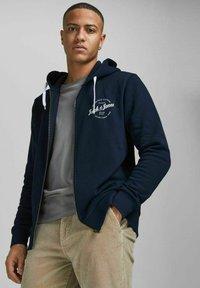 Jack & Jones - Bluza rozpinana - navy blazer - 3