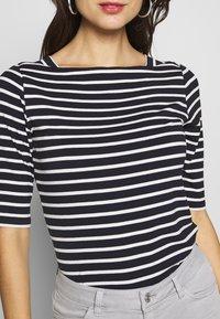 comma - KURZARM - Print T-shirt - blue - 5