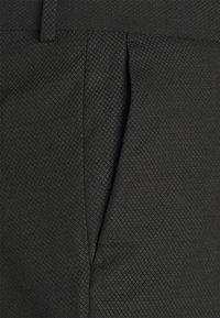 Isaac Dewhirst - SHWAL TUX PLUS - Completo - black - 7