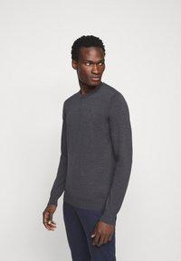 J.LINDEBERG - LYLE CREW NECK - Stickad tröja - dark grey melange - 4