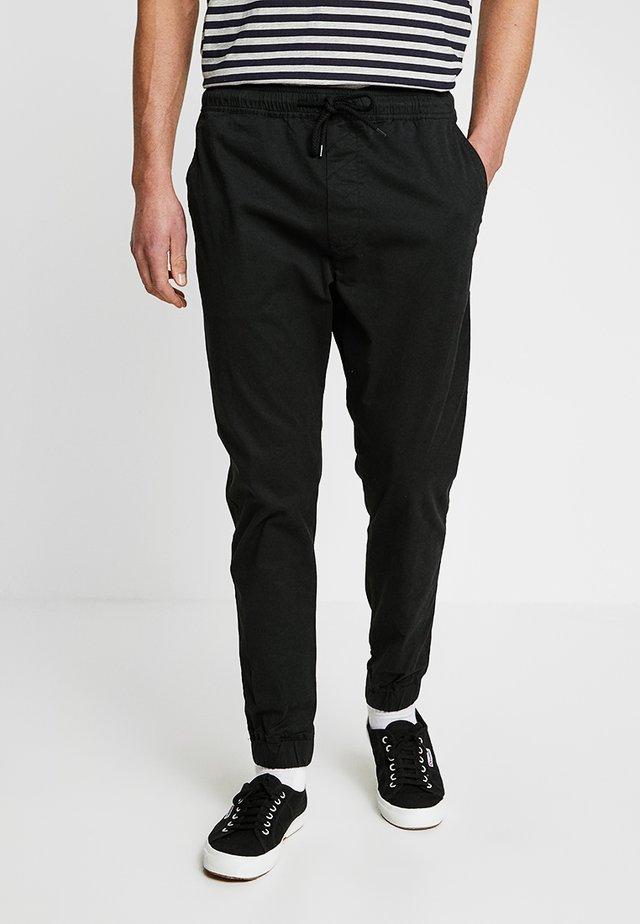 TRUC CUFF - Spodnie materiałowe - black