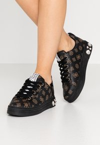 Guess - RIVET - Trainers - brown/ocra - 0