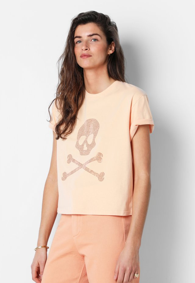 SKULL WITH STUDS - T-shirt con stampa - mandarine