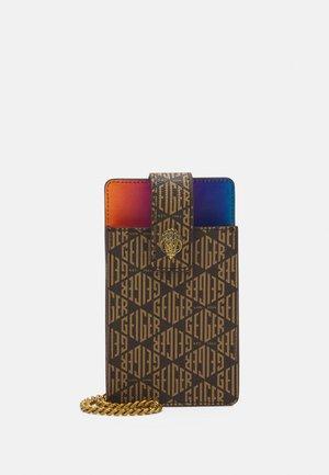 RICHMOND PHONE HOLDER - Obal na telefon - mid brown