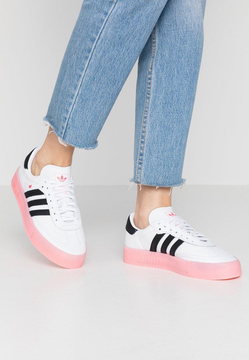 adidas Originals - SAMBAROSE  - Baskets basses - footwear white/core  black/glow pink
