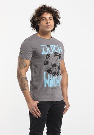 LIMITED TO 360 PIECES - GAËTAN HEUZÉ - BOXING - Print T-shirt - grey