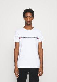 Tommy Hilfiger - MINI STRIPE - T-shirt con stampa - white - 0
