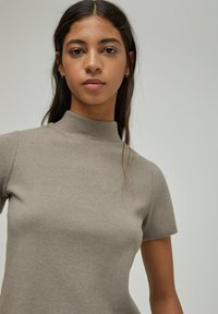 PULL&BEAR - Basic T-shirt - brown - 3