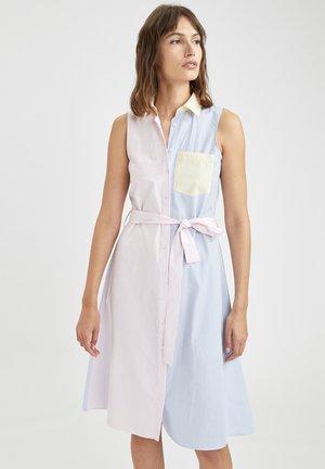 REGULAR FIT - Shirt dress - pink