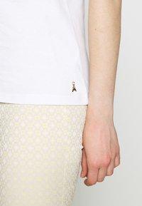 Patrizia Pepe - MAGLIA - T-shirts med print - bianco/venezia - 3
