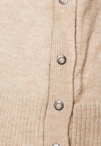 Cotton On - MATERNITY  SIDE BUTTON PULLOVR - Strikkegenser - beige - 2