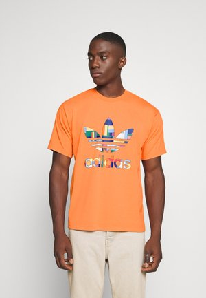 SPORTS INSPIRED SHORT SLEEVE TEE - Print T-shirt - trace orange