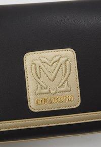 Love Moschino - Sac bandoulière - fantasy color - 5