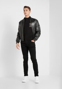 Versace Jeans Couture - LABEL POLO - Koszulka polo - black - 1