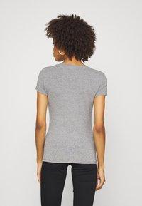 Guess - BRITNEY  - Print T-shirt - stone heather grey - 2