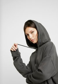 Nly by Nelly - OVERSIZED HOODIE - Sweat à capuche - off black - 4