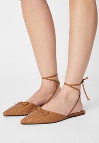 Who What Wear - EVELYN - Pantofle - camel - 0