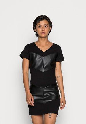 ONLVIOLA FAUX DRESS - Jerseykleid - black