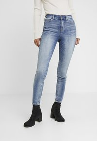 Guess - 1981 - Jeans Skinny Fit - tinted touch - 0