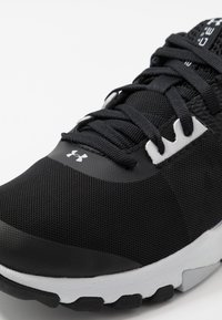 Under Armour - TRIBASE EDGE TRAINER - Obuwie treningowe - black/white/halo gray - 5