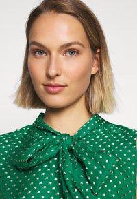 LK Bennett - DR CONNIE - Maxi šaty - emerald green/ivory - 4