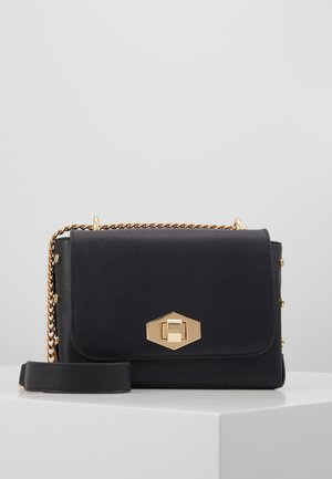 PCSOLVEIG CROSS BODY - Skulderveske - black/gold