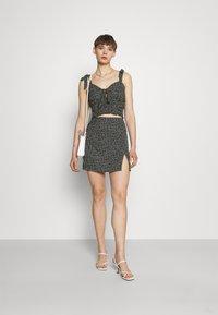 NA-KD - PAMELA REIF X ZALANDO FRONT SLIT RECYCLED MINI SKIRT - Mini skirt - black - 1