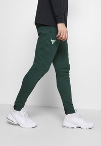 Under Armour - ROCK PANT - Tracksuit bottoms - ivy - 3