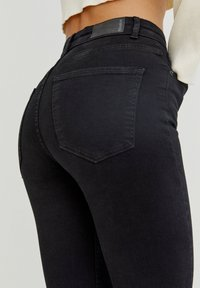 PULL&BEAR - WITH VERY HIGH WAIST - Jeans Skinny Fit - black - 4
