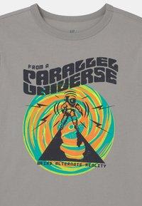 GAP - Print T-shirt - silver - 2