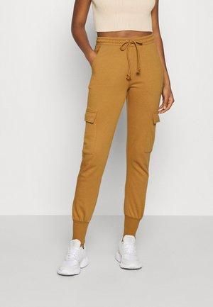 VMMERCY PANT - Spodnie treningowe - tobacco brown