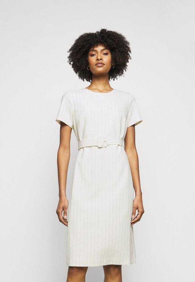 TAILORED DRESS - Sukienka etui - multi