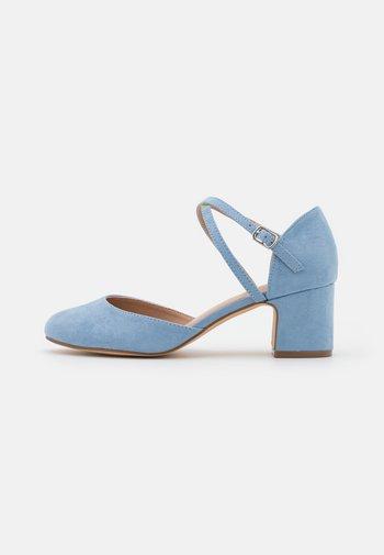 COMFORT - Tacones - light blue