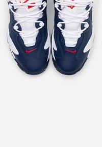 Nike Sportswear - AIR BARRAGE  - Sneakers laag - midnight navy/white/university red/vast grey - 4