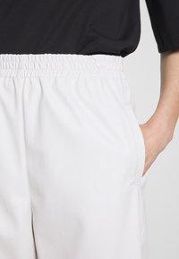 Pinko - SADIE PANTALONE - Kalhoty - off white - 6