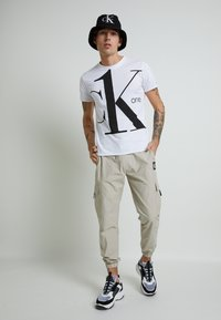 Calvin Klein Jeans - CK ONE BIG LOGO REGULAR  TEE - T-shirt print - bright white - 2