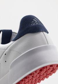 adidas Golf - ADICROSS RETRO - Golfové boty - footwear white/silver metallic/tech indigo - 5